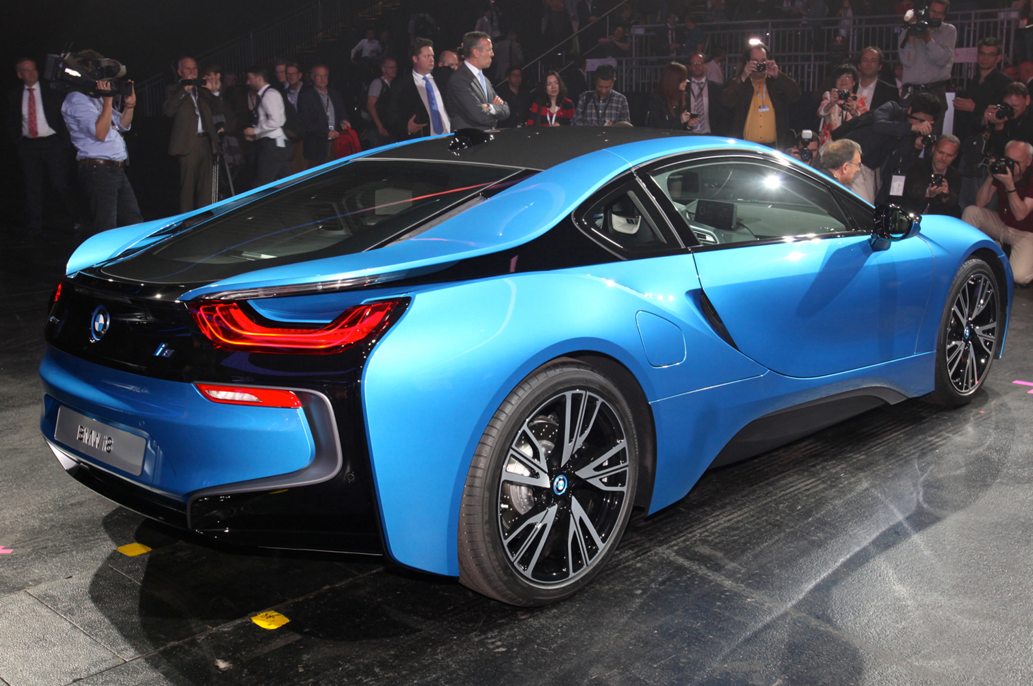 2014 BMW i8 plug in hybrid rear three quarters