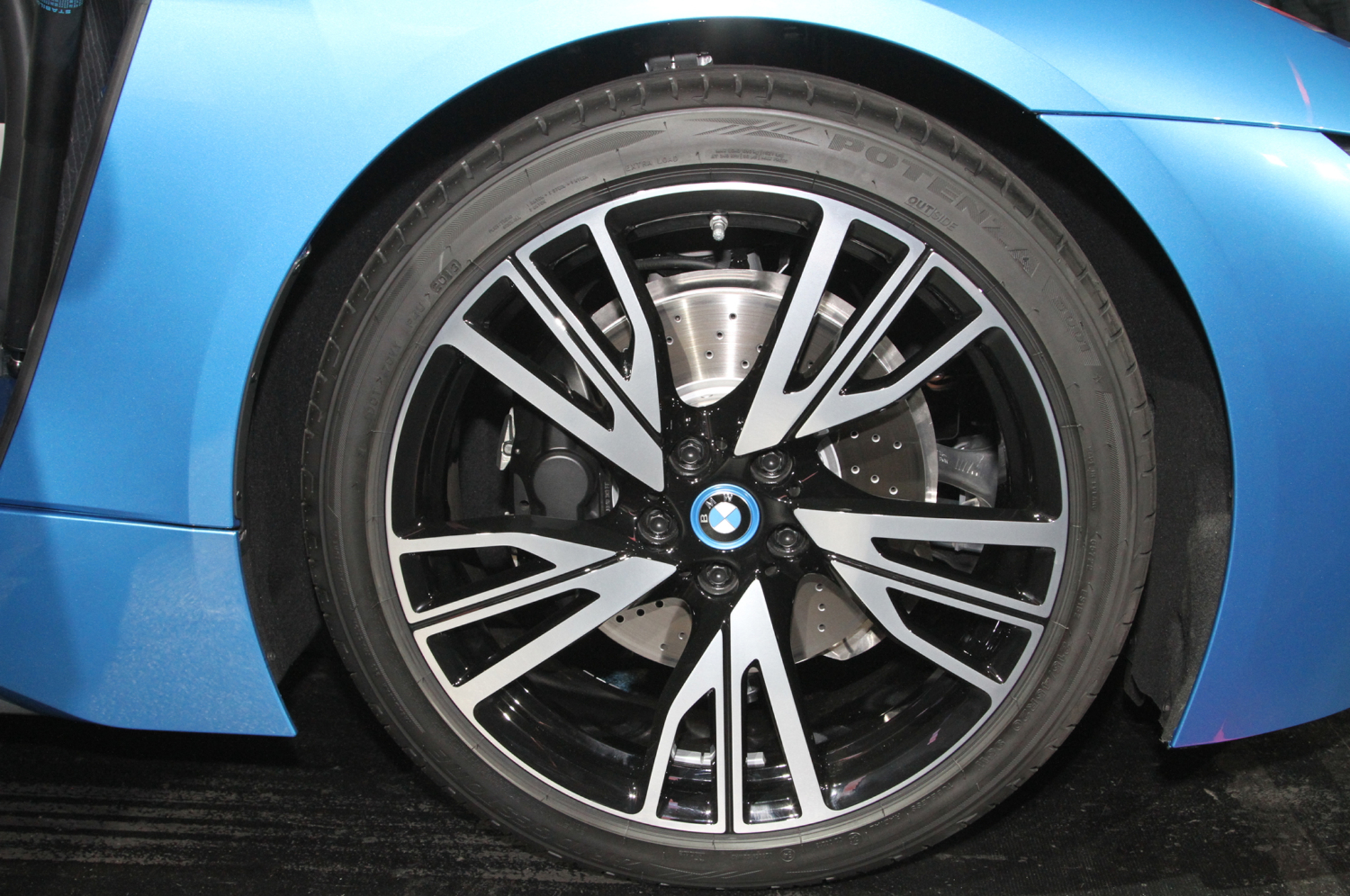 2014 BMW i8 plug in hybrid wheels