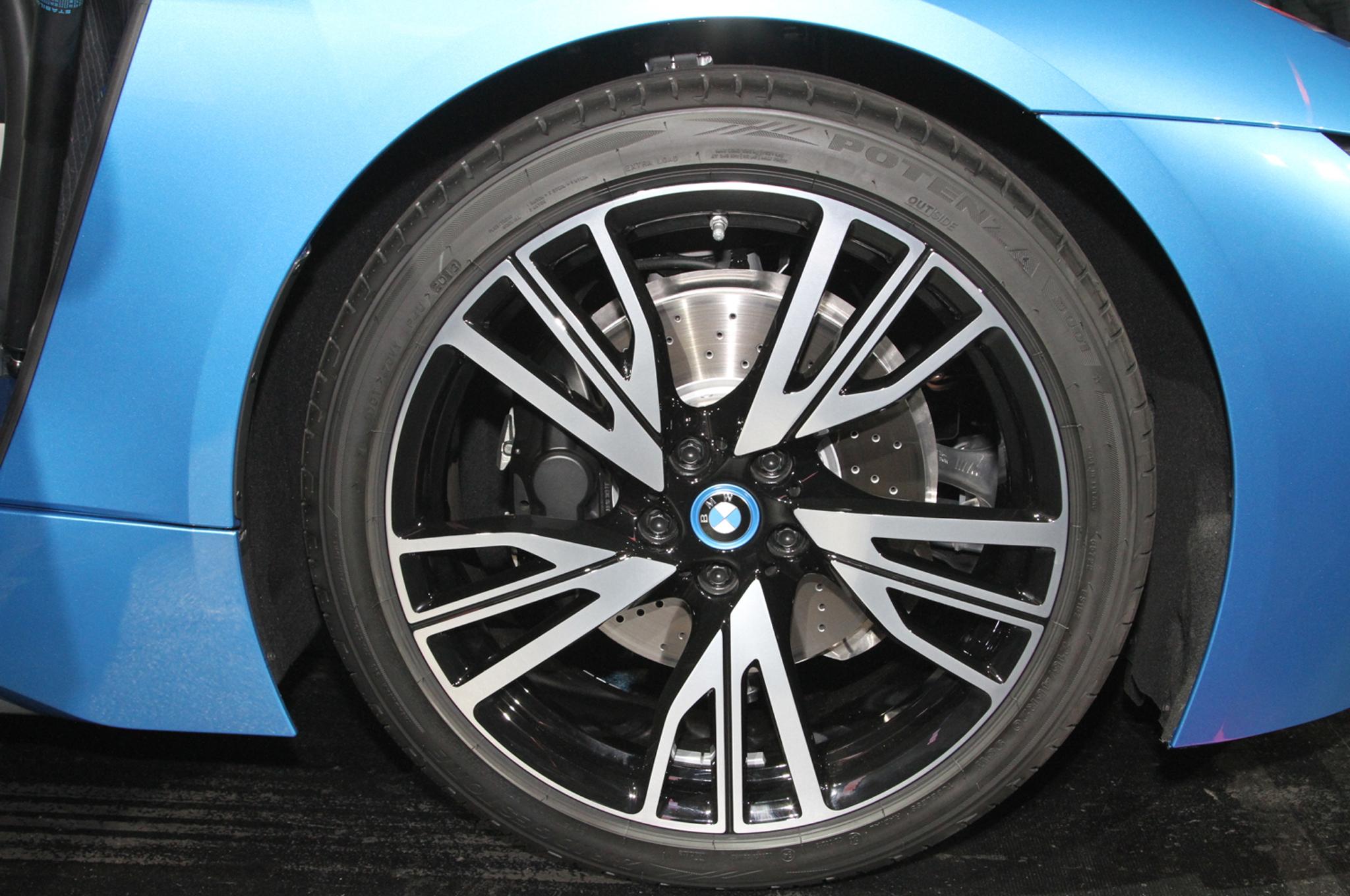 2014 BMW i8 plug in hybrid wheels